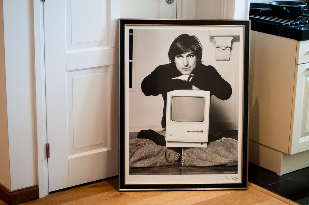 1984: Steve Jobs prezintă în premieră the Macintosh