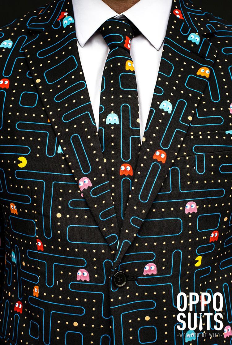 must-have-pentru-barbatii-super-geek-costum-cravata-pac-man-2