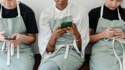cum salvezi automat in telefon storyurile postate pe facebook